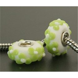 Korálek bílý se zeleným dekorem L0578