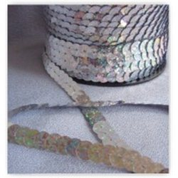 stříbrné flitry 10 mm (1 cm) na niti 965-177 bal. 1 m